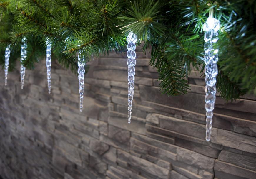 Reťaz MagicHome Vianoce Icicle, 12 LED studená biela, 12 cencúľov, 3xAA, IP44, exteriér, L-2,20 m